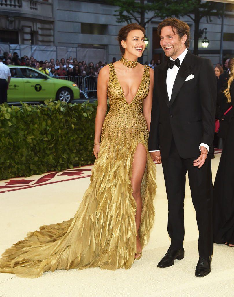 Bradley Cooper festeggia con fidanzata e famiglia Bradley Cooper festeggia con fidanzata e famiglia new foto