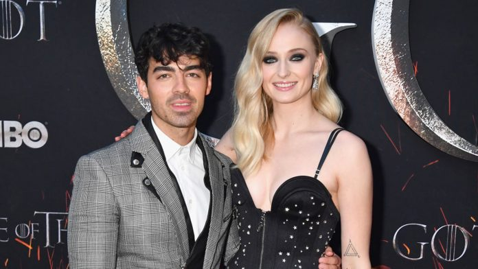 Joe Jonas e Sophie Turner sono marito e moglie