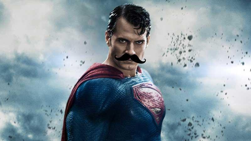Henry Cavill è Superman (coi baffi)