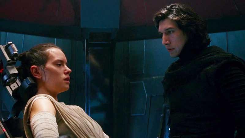 Kylo Ren e Rey in Star Wars: Il Risveglio della Forza